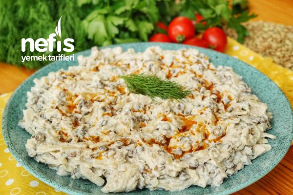 Lezzetli ve Çok Doyurucu Erişteli Tavuk Salatası Tarifi (videolu)