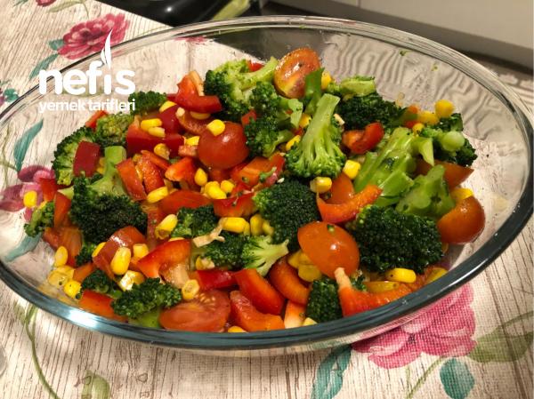 Brokoli Salatasi