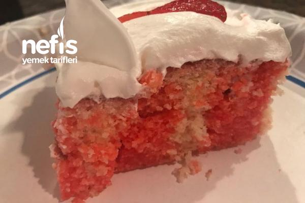 Çilekli Poke Cake Tarifi