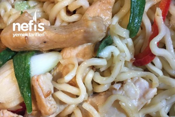 Çok Pratik Sebzeli Tavuklu Noodle ( Çin Eriştesi) Tarifi