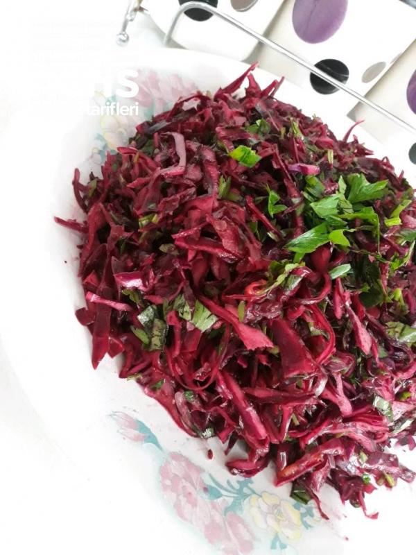 Turşu Tadında Morlahana Salatası