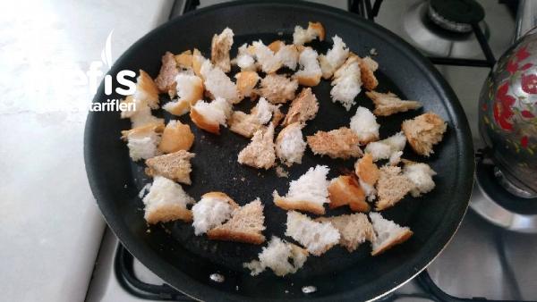 Bayat Ekmekli otlu  Omlet