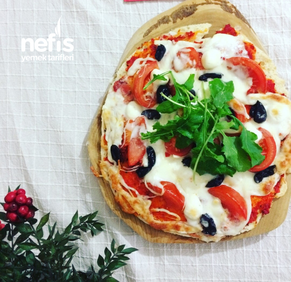Bazlama Ekmeğinde Peynirli Pizza