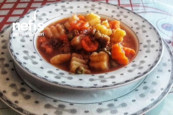 Etli Havuçlu Bezelyeli Patates Yemeği (Bereketli Bol Sebzeli) Tarifi