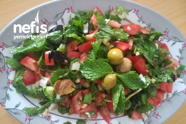 Nar Ekşili Zeytin Salatası Tarifi