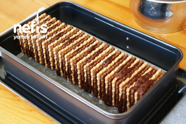 Sadece 3 Malzemeli Bisküvili Pasta