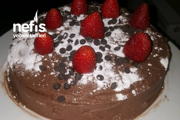 Kolay Pasta Çilekli Çikolatalı Tarifi