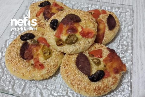 Susamlı Minik Pizzalar Tarifi