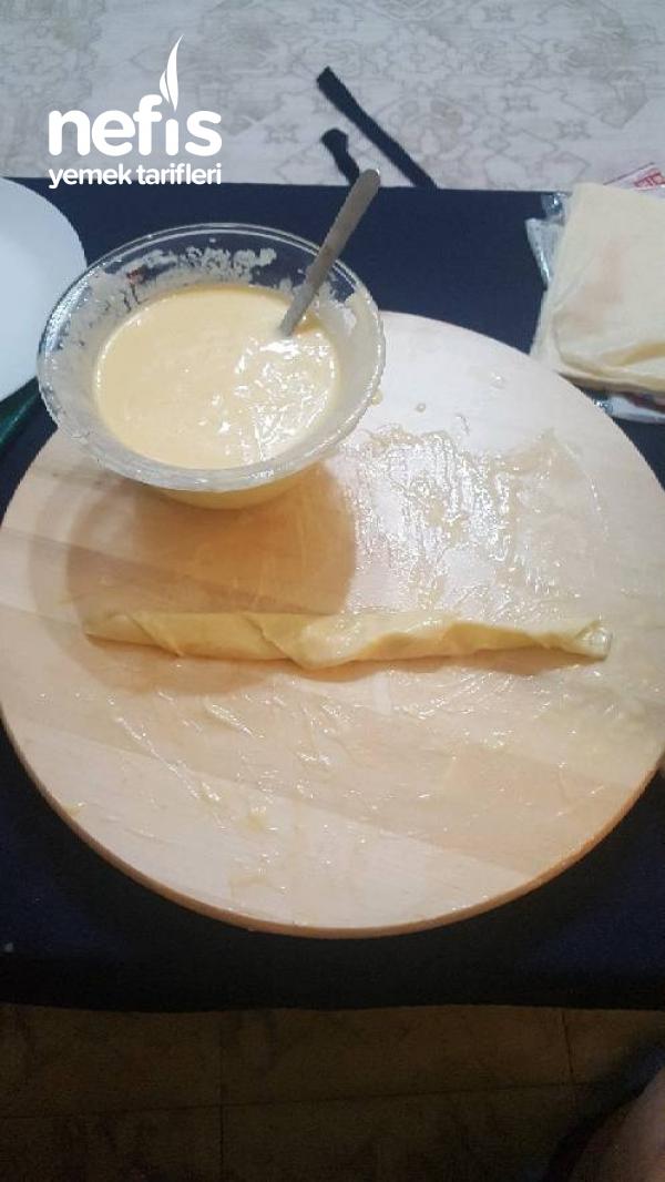 Soslu Gül Böreği (Su Böreği Gibi)