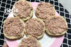 Kremalı Ton Balıklı Ekmek (Bayatlamış Ekmeklerinizi Değerlendirin) Tarifi