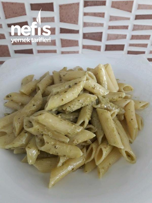 Pesto Soslu Makarna (Yedikçe Yediriyor)