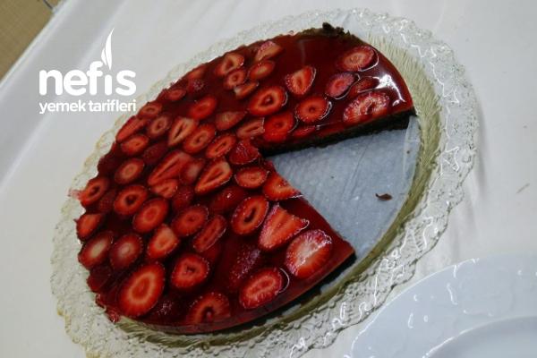 Hem Göze Hem Damağa Hitap Eden Çilekli Pasta Tarifi