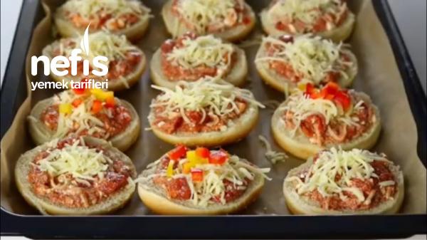Hamburger Ekmeğinde Pratik Pizza