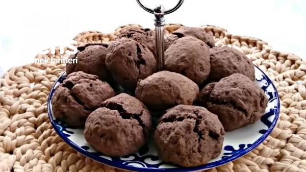 Kek Yumuşaklığında Bol Çikolatalı Kurabiyeler