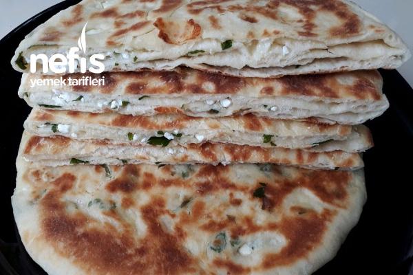 Börek Lezzetinde Tavada Peynirli Bazlamalar (3 Adet Muhteşem Tarif Mutlaka Deneyin)