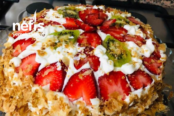 Meyveli Milföylü Yaş Pasta Tarifi