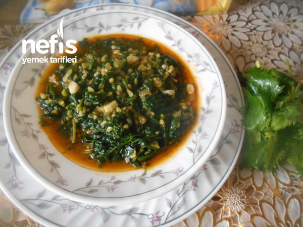 Isırganotlu Sarımsaklı Ispanak Yemeği