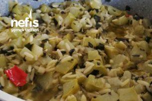 Arpa Şehriyeli Salkım Kabak Yemeği (Kıbrıs Armudu) Tarifi