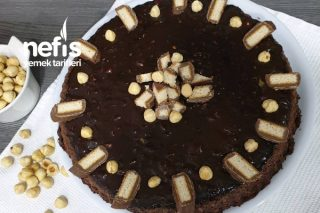 Fındıklı Karemelli Çikolata Soslu Muhteşem Pasta Tarifi