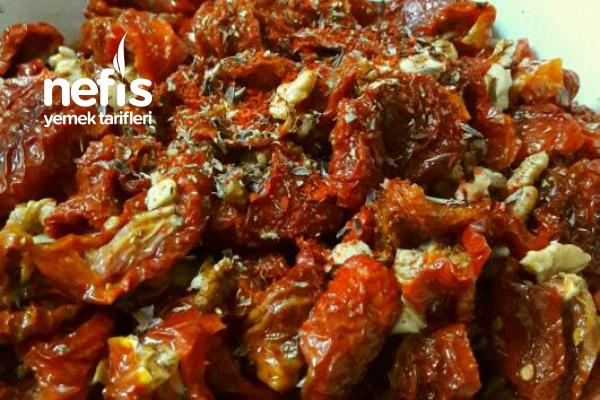 Yedikçe Yedirten Kurutulmuş Domates Salatası Tarifi