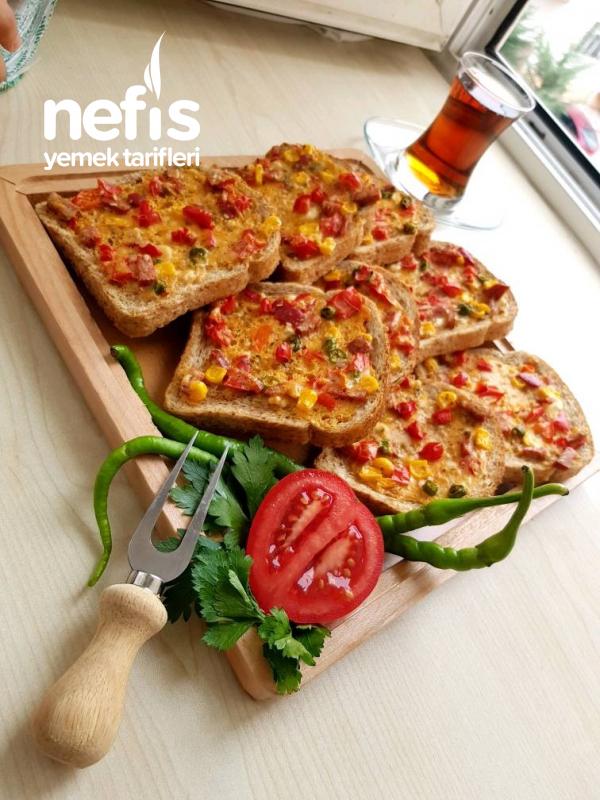 Bayat Ekmek Pizzası (Tembel Pizza)
