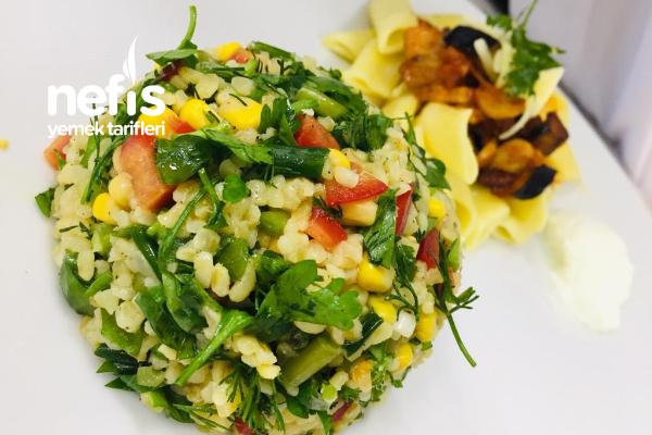 Semiz Otlu Bulgur Salatası Tarifi