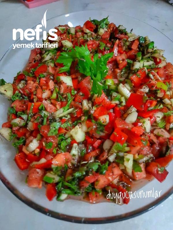 Acı Ezme Soslu Yeşil Salata