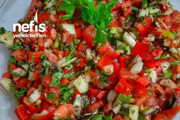 Acı Ezme Soslu Yeşil Salata Tarifi
