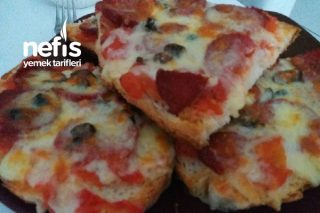 Enfes Pizza (Ekmekten) Tarifi