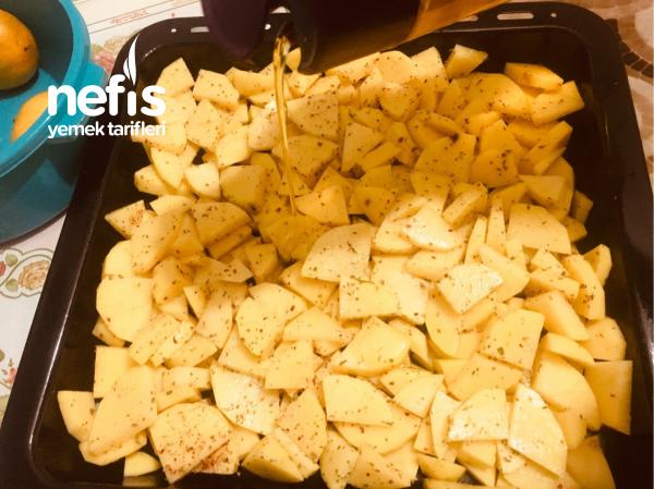 Köri Soslu Fırında Kaşarlı Patates