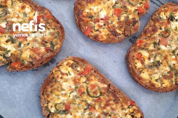Bayat Ekmekten Pizza (Kahvaltılık) Tarifi
