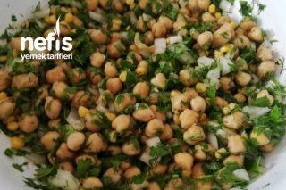 Nohut Salatası (Evdeki Malzemelerle Mükemmel Bir Salata) Tarifi