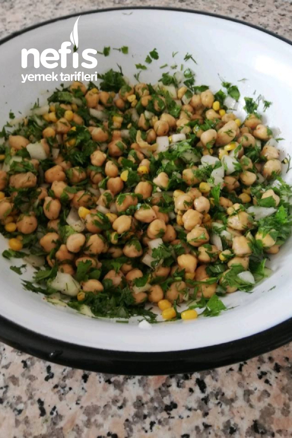 Nohut Salatası ( Evde Ki Malzemelerle Mükemmel Bir Salata)