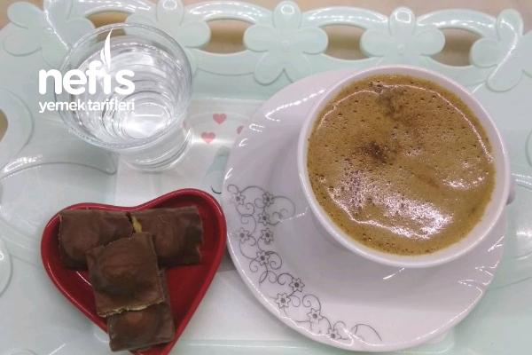 Sütlü Orta Şekerli Türk Kahvesi Tarifi