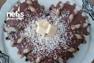 Hazır Pandispanya İle Kalpli Yaş Pasta Tarifi