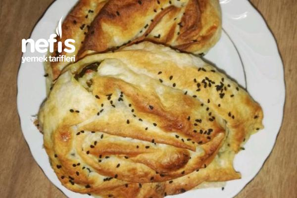 Kremalı Ispanaklı Börek Tarifi