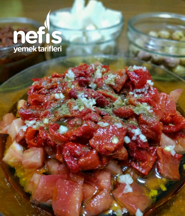 Kahvaltılık Kırmızı Köz Biber Salatası