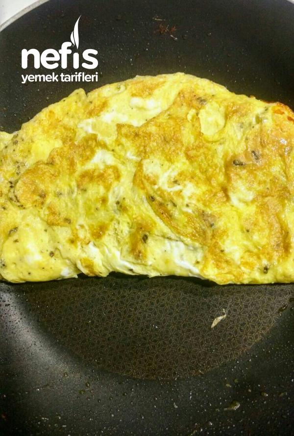 Kekikli Kaşarlı Kapalı Omlet