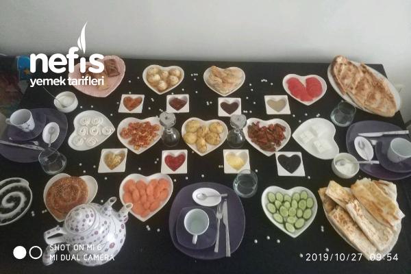 Ömrümün İki Çiçeği İle 7. Yıl Dönümü Kahvaltısı Tarifi