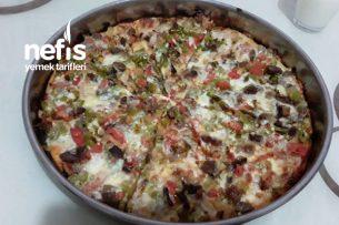 Etli Ve Soğanlı Pizza (Beşamel Soslu) Tarifi