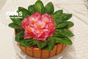 Menekşe Salatası ( Ton Balıklı) Tarifi
