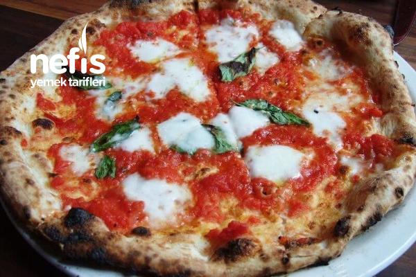 Klasik İtalyan Pizzası Tarifi