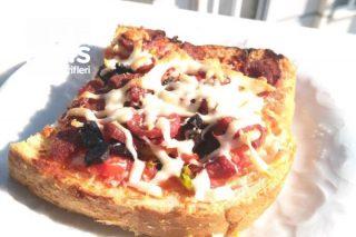Ekmek Pizzalar (Kahvaltılık) Tarifi