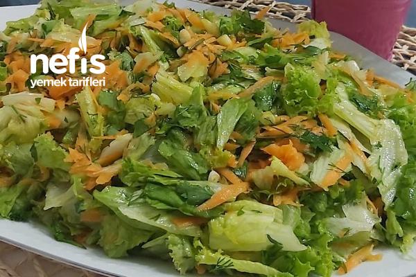 Bol Havuçlu Kıvırcık Salata Tarifi