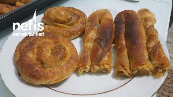 Ispanak Ve Pırasalı Karışık Çarşaf Böreği