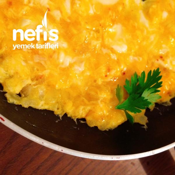 Baharatlı Kuru Soğanlı Omlet