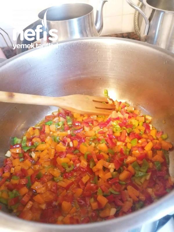 Sebzeli Tek Şehriyeli Tavuk Çorbası