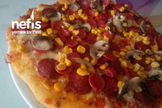Karışık Pizza (Bol Malzemos) Tarifi