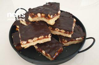 Hem Karamelli Hem De Çikolatalı Beğeni Rekoru Kıran Evde Snickers Yapımı (Videolu) Tarifi