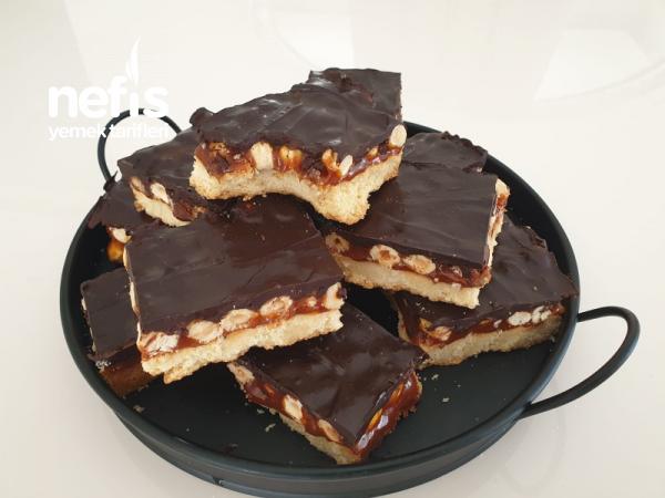 Hem Karamelli Hem De Çikolatalı Beğeni Rekoru Kıran Evde Snickers Yapımı